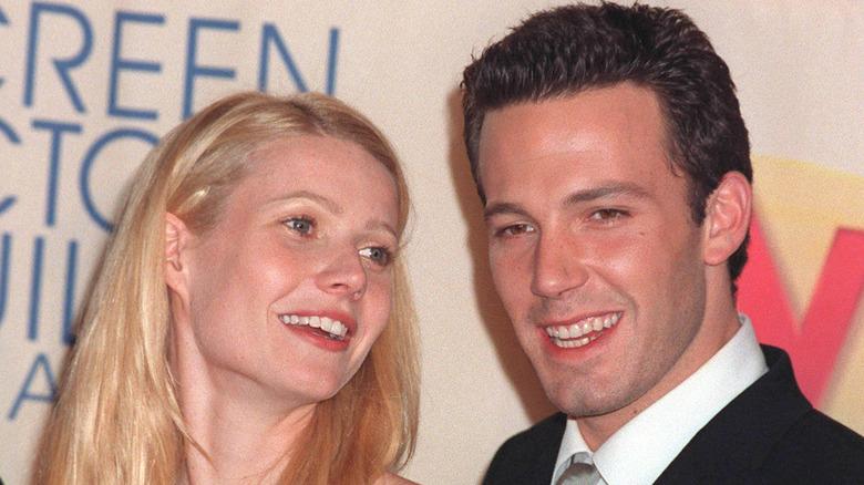 Gwyneth Paltrow y Ben Affleck sonriendo