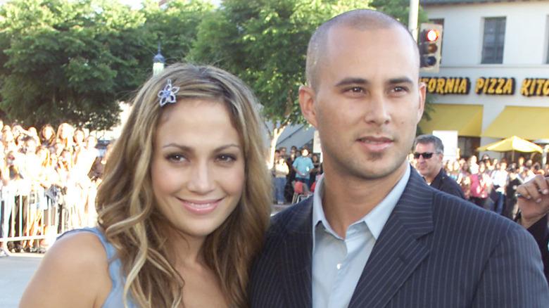 Jennifer Lopez y Cris Judd sonriendo