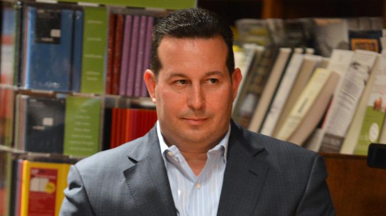 Jose Baez en una firma de libros