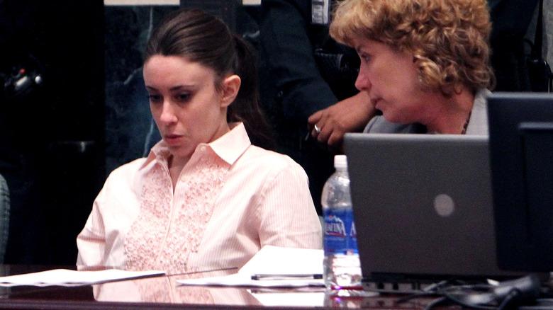 Casey Anthony se ve enojado en el juicio