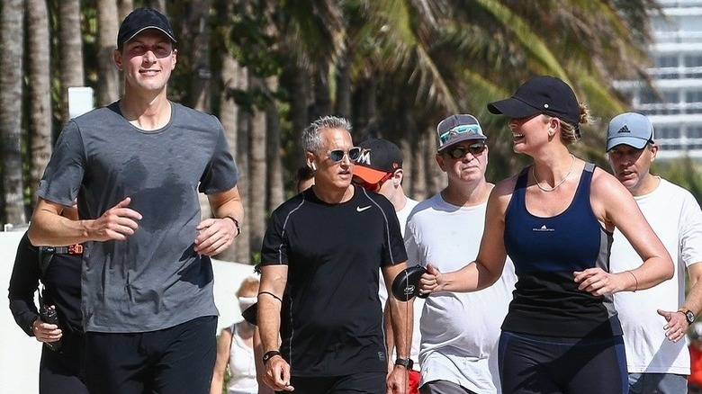 Jared Kushner e Ivanka Trump trotando