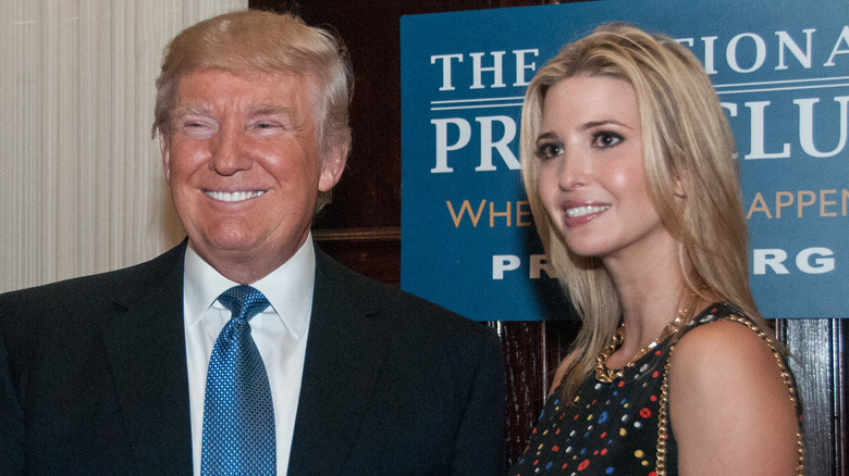 Donald e Ivanka Trump sonriendo