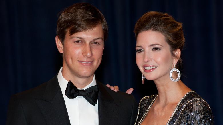 Ivanka Trump y Jared Kushner sonriendo