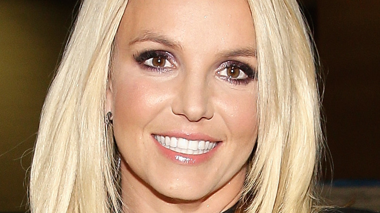 Britney Spears ojos marrones