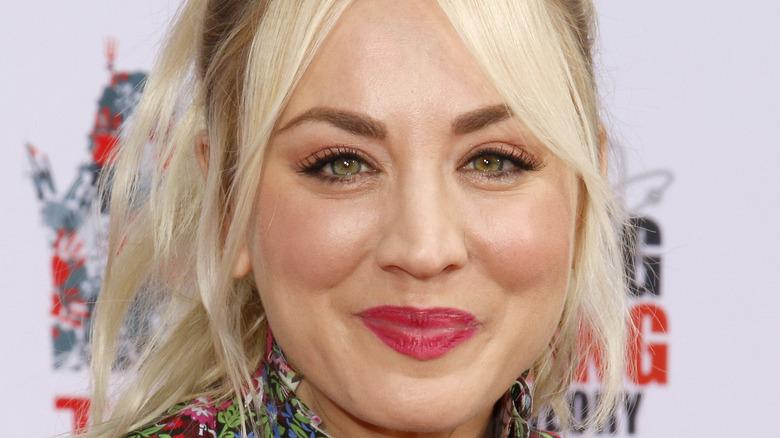 Kaley Cuoco en la ceremonia de huellas de manos de 'Big Bang Theory' 2019