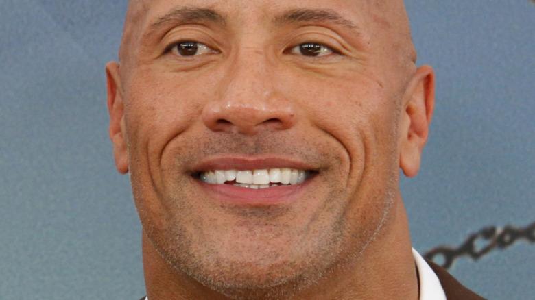 Dwayne Johnson sonriendo