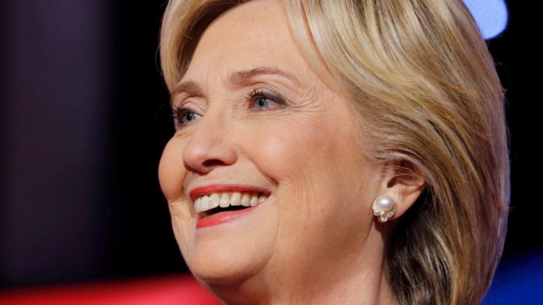 Hillary Clinton sonriendo en un evento