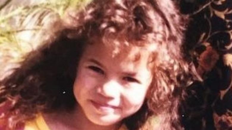 Niño Chrissy Teigen sonriendo