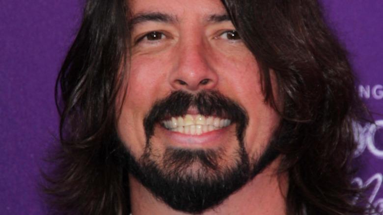 Dave Grohl sonriendo