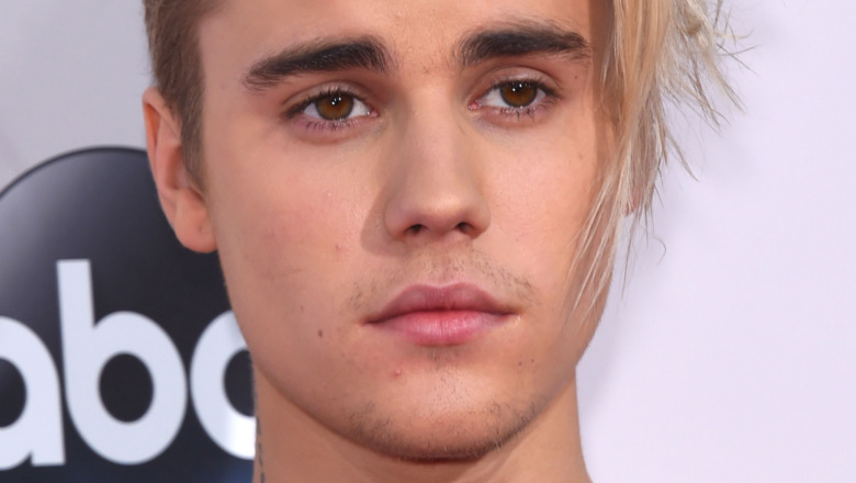 Justin Bieber con mirada pensativa