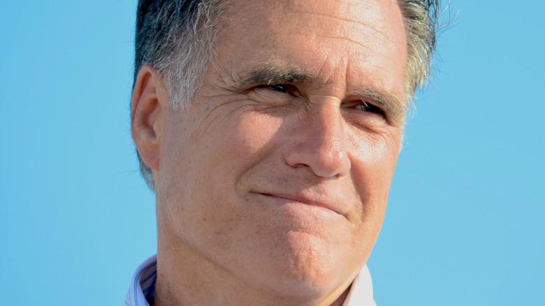 Mitt Romney posa