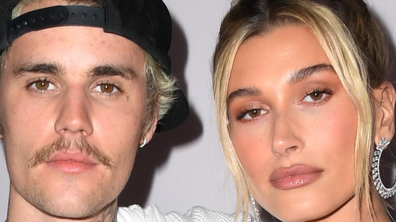 Justin Bieber y su esposa Hailey Bieber, lucen serios