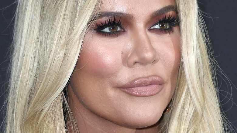 Khloé Kardashian frunciendo los labios