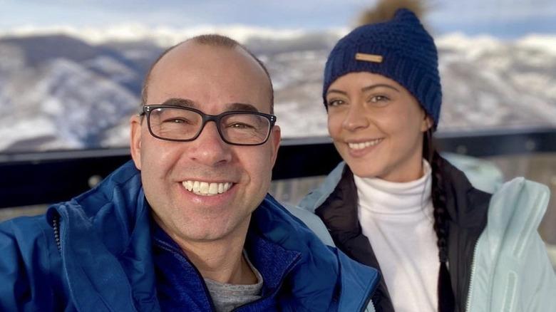 James Murray y Melyssa Davies en un viaje de esquí