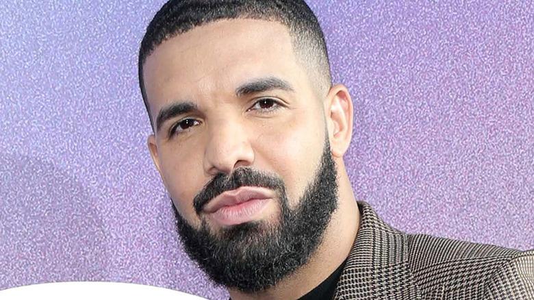 Drake con un blazer