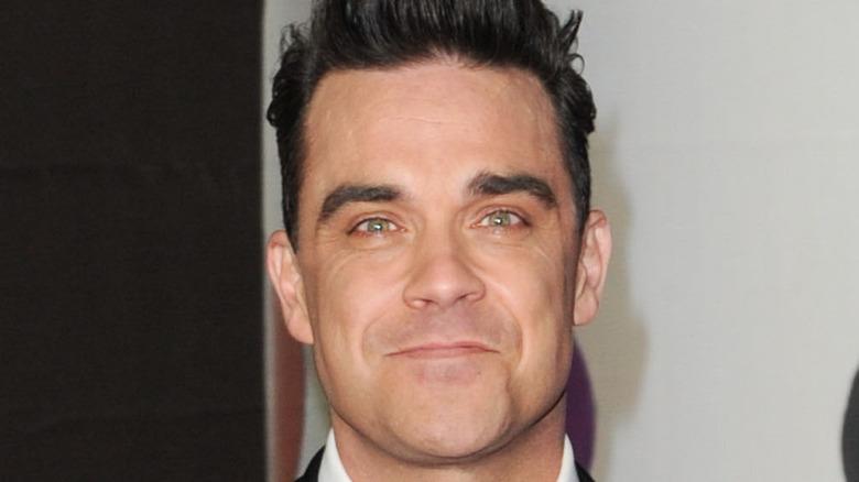 Robbie Williams sonriendo