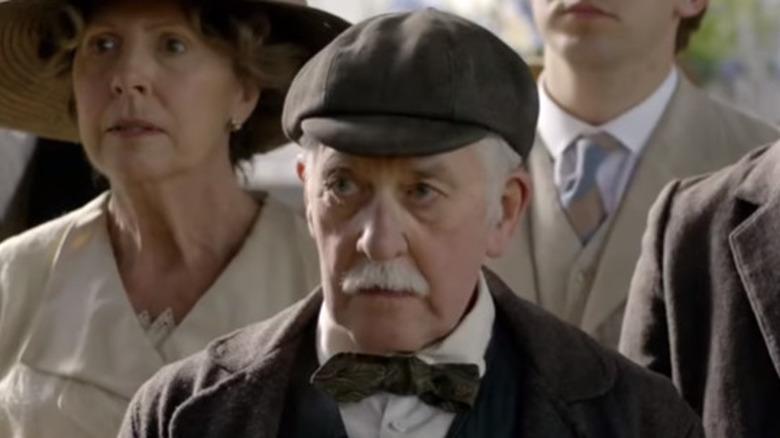 Bernard Gallagher actuando conmocionado