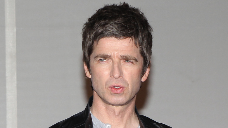 Noel Gallagher con el ceño fruncido