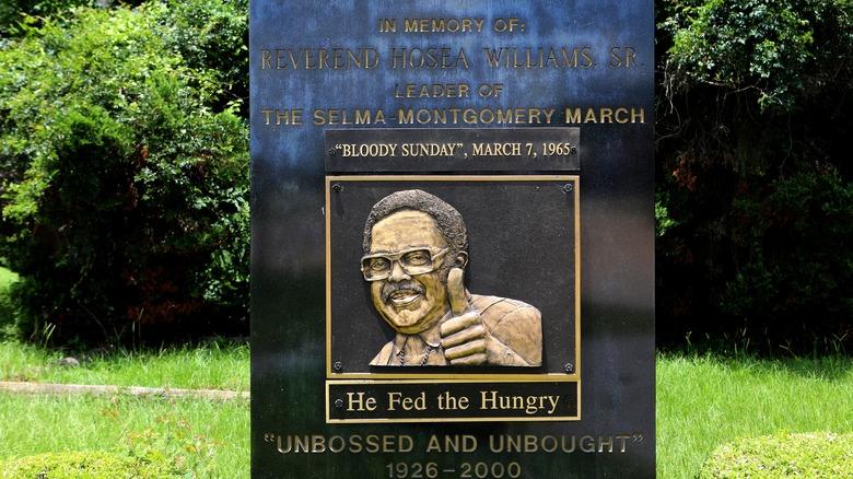 Placa dedicada a Hosea Williams