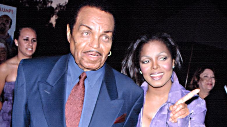 Joe y Janet Jackson, ambos hablando a las cámaras
