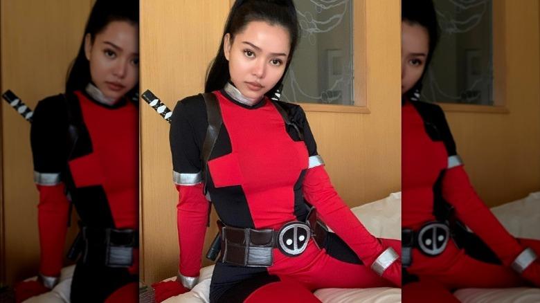 Bella Poarch en traje de Deadpool