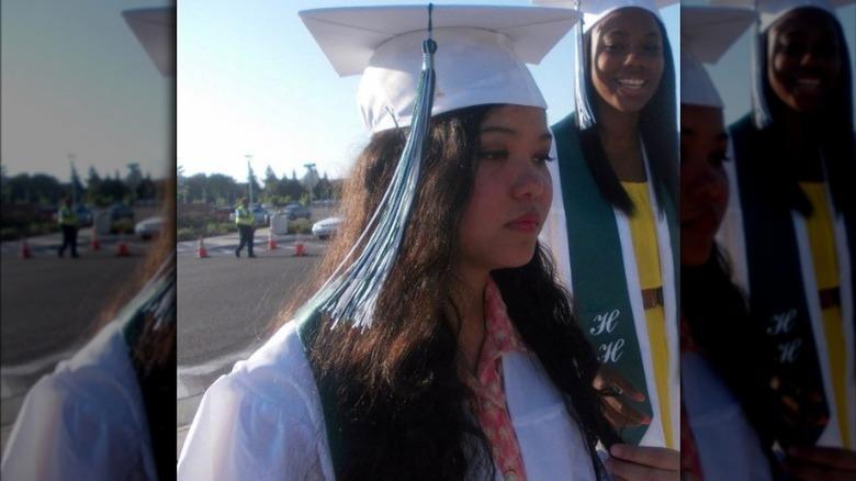 Bella Poarch el día de la graduación