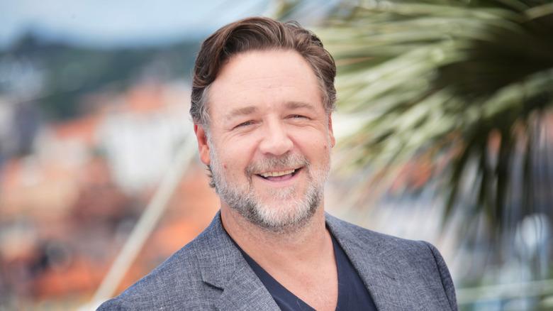 Russell Crowe sonriendo