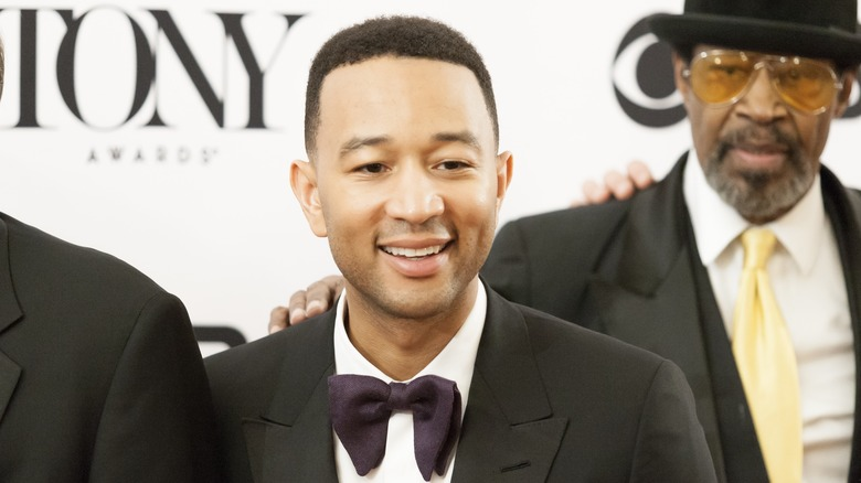 John Legend sonriendo a los Tonys