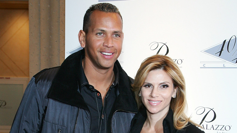 Alex Rodríguez y Cynthia Scurtis en la alfombra roja