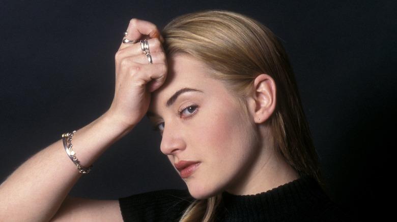La joven Kate Winslet posando para la cámara