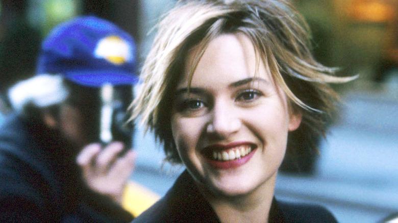 Kate Winslet con el pelo corto, sonriendo