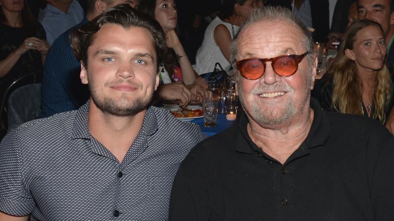 Ray Nicholson posa con su padre, Jack Nicholson, en 2015