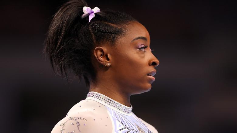 Simone Biles durante la competición de gimnasia
