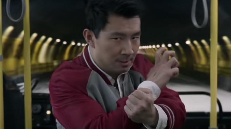 Simu Liu en Shang-Chi y la leyenda de los diez anillos