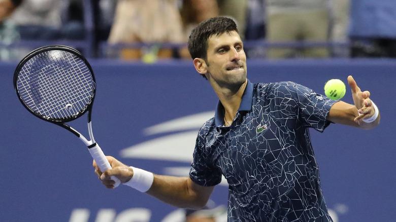 Novak Djokovic jugando al tenis
