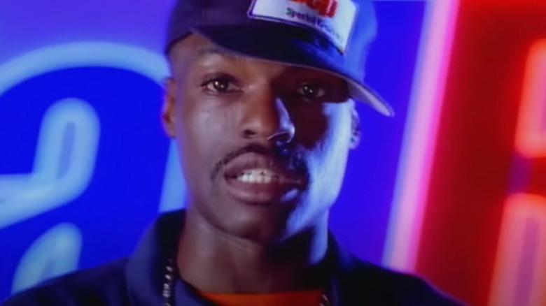 G. Dep con gorra azul