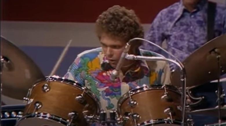 Jim Gordon tocando la batería