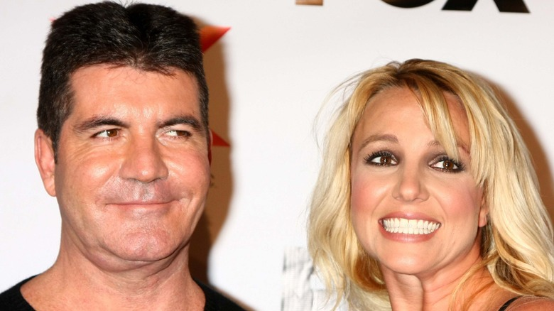 Simon Cowell y Britney Spears sonriendo