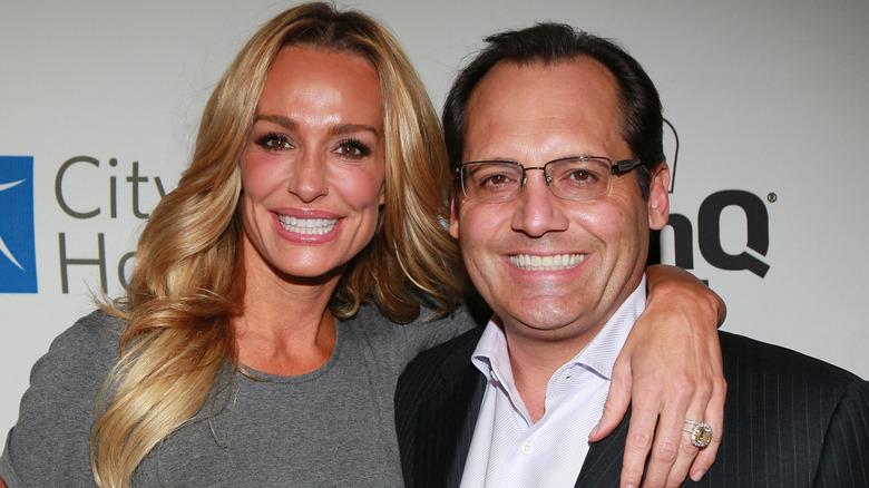 La personalidad de la televisión Taylor Armstrong (izquierda) y su esposo Russell Armstrong asisten a Esquire House LA's