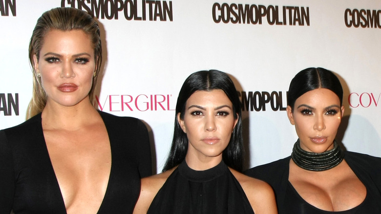 Khloe Kardashian, Kourtney Kardashian y Kim Kardashian en la alfombra roja