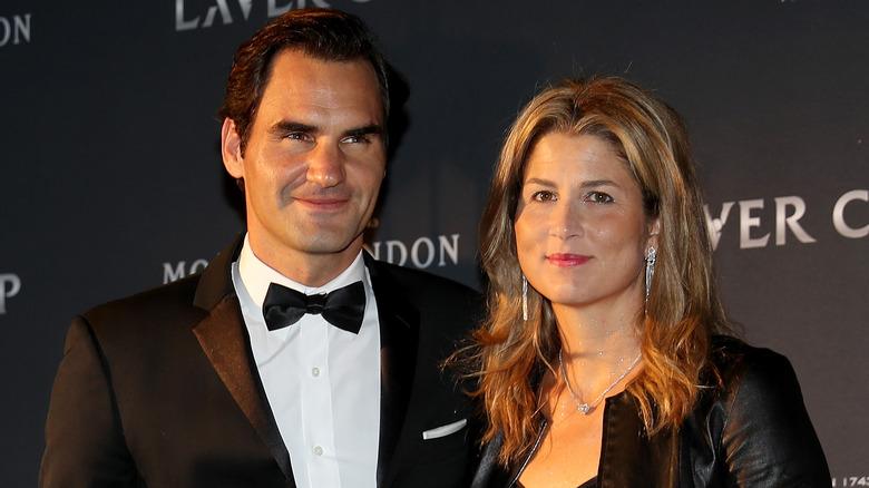 Mirka Federer y Roger Federer posando