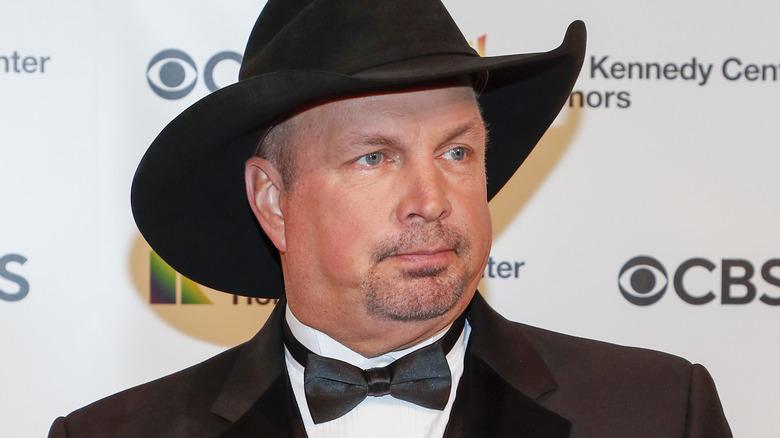 Esmoquin con sombrero de vaquero de Garth Brooks