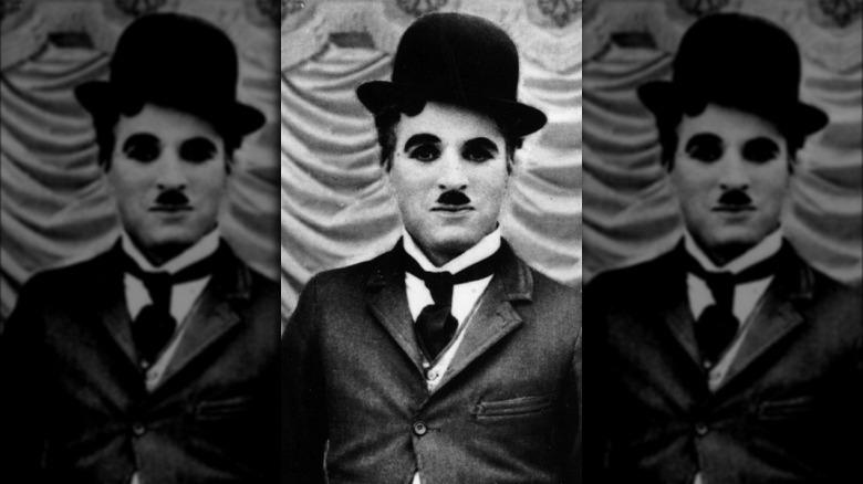 Charlie Chaplin sonriendo