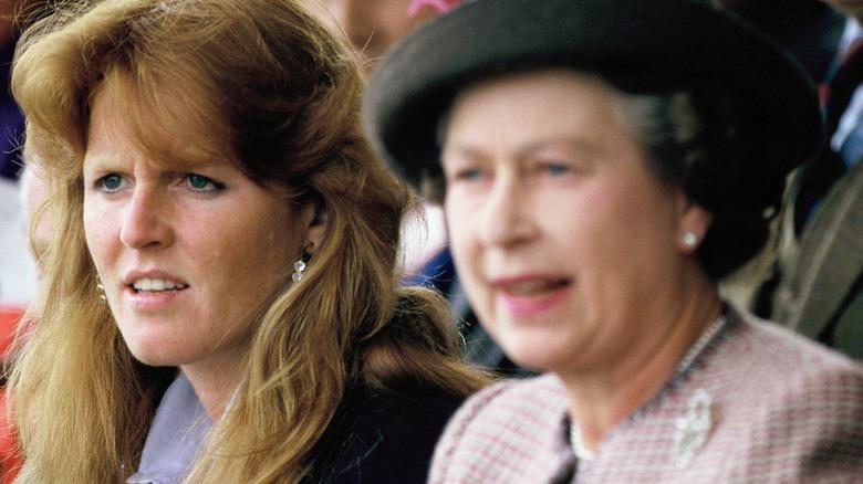 La joven Sarah Ferguson con la reina