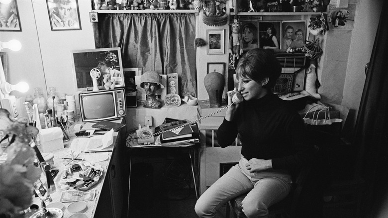 Barbra Streisand al teléfono