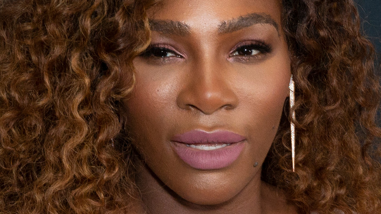 Serena Williams jugando al tenis