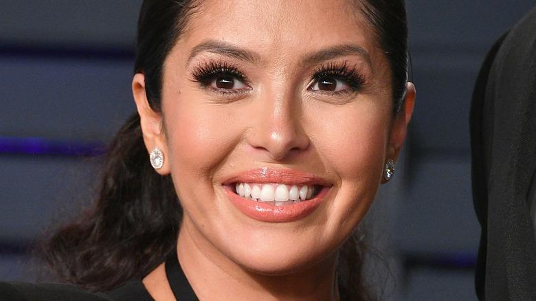 Vanessa Bryant sonriendo