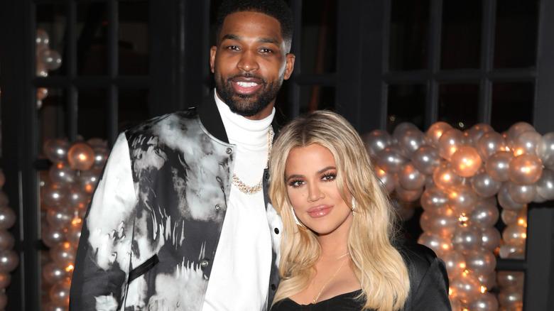 Khloe Kardashian posa con Tristan Thompson
