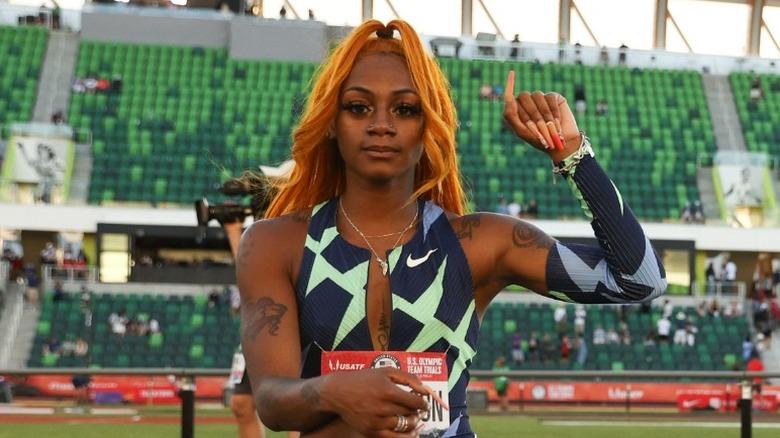 Sha'Carri Richardson levanta el puño