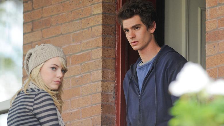Emma Stone y Andrew Garfield lucen tristes